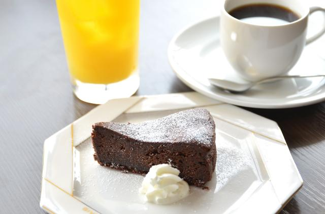 GOALDカフェ ケーキ・オレンジ・コーヒー